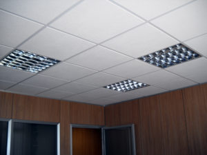 controsoffitto cartongesso illuminazione ufficio assisi