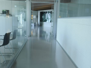 costruzione ufficio pavimenti pareti vetro