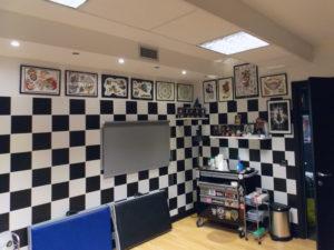 decorazione pareti ufficio scacchiera