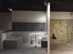 montaggio spazio espositivo edilizia bagno