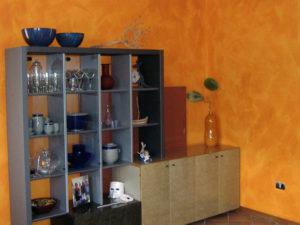 tinteggiatura parete velatura arancione casa passignano